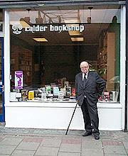 https://naxosaudiobooks.com/wp-content/uploads/2018/05/John_Calder_outside_bookshop.jpg